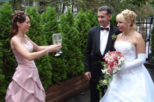 Что подарить друзьям на свадьбу - оригинальные идеи с фото