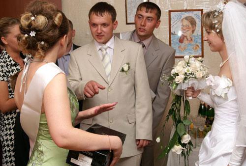 Выкуп невесты на свадьбе.