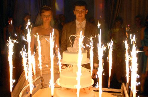 Торт с фейерверком. Как преподнести свадебный торт.