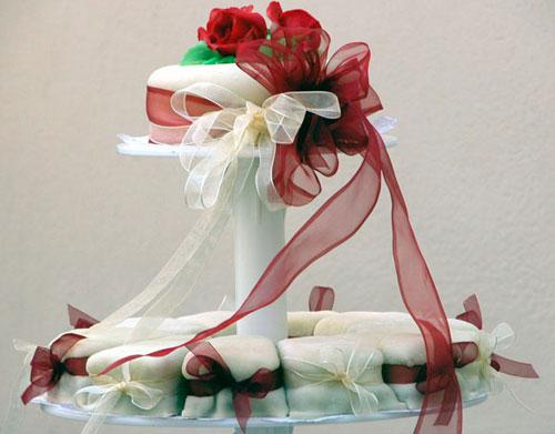 Свадебный торт-пирожные. Как преподнести свадебный торт.